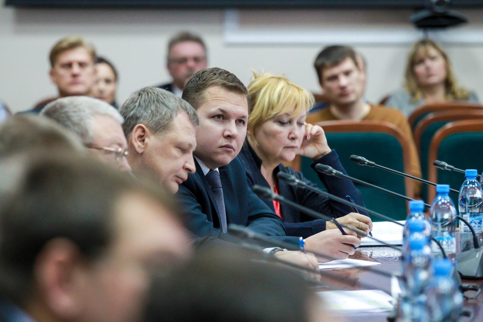 Вбюджете НАО нехватает средств на заработной платы  депутатам