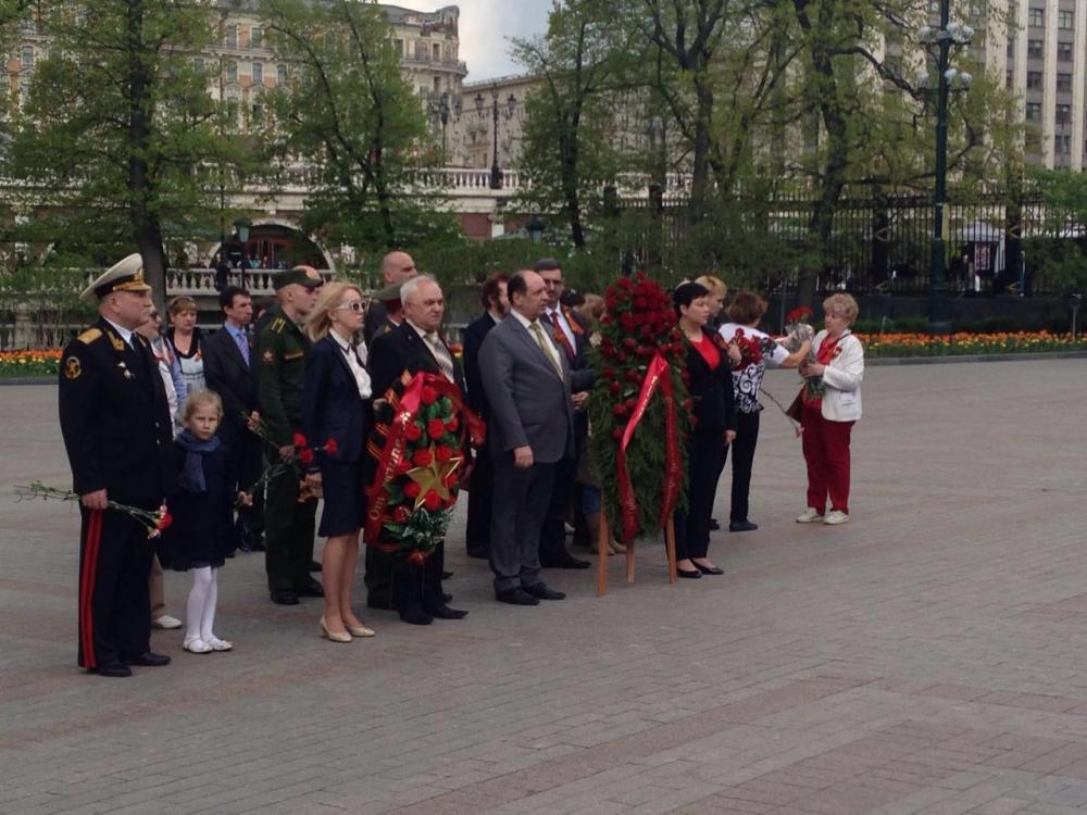 С.Собянин возложил венки и цветы к могиле неизвестного солдата в канун 71-й годовщины Победы