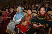 В зале КДЦ «Арктика» от ярких костюмов рябило в глазах