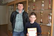 Артем Курдюмов получил приз в номинации «Активист спортивной жизни»,  рядом тренер Олег Плесовских