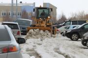 Коммунальщикам не позавидуешь: убирать снег приходится виртуозно