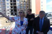 Масштабы строительства в НАО удивили сенатора (справа)