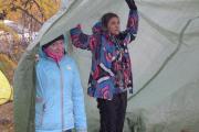 Погода загнала участников слета под тенты
