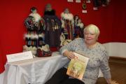 Нина Валейская со своими куклами, 2008 год