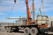 Идет перевалка строительных грузов