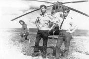 Работа для экспедиции в тундре. У вертолета Ми-4 слева направо:  бортмеханик Алексей Петрович Белик, командир вертолета  Виктор Федотович Лазарев. 1970 год