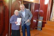 Глава Заполярного района Алексей Михеев  вручил награду Зое Лаптандер