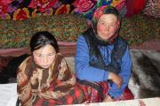 В тундре каждая женщина мастер, а дочери – главные помощницы