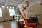 Первую помощь нужно уметь оказывать с детства