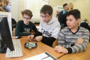 Школьники постигают азы робототехники