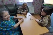 Домино и шашки – любимые игры проживающих / Фото автора и Антона Тайбарея