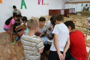 Ребята выполняли творческие задания и участвовали в тематических эстафетах / Фото Светланы Третьяковой