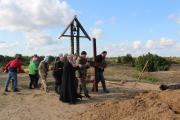 К месту установки крест несли на руках
