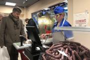 Первые покупатели магазина АО «Мясопродукты» в Архангельске остались довольны / Фото Алины Выучейской