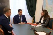 Наталия Кошевар заверила Александра Цыбульского, что компания готова к ведению социально ответственного бизнеса в НАО / Фото Екатерины Эстер