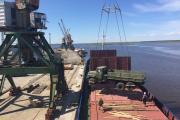 В период навигации в порту кипит работа / Фото автора