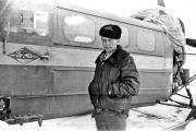 Анатолий Марус на фоне аэросаней, 1975 год / Фото предоставлено автором