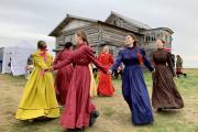 Артисты «Престижа» выступили в аутентичных нарядах, воссозданных в ходе реализации проекта «Культурный код Пустозерска» / Фото автора