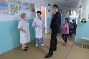 Сергей Коткин посетил амбулаторию посёлка и пообщался с работниками медицинского учреждения / Фото Тимофея Жукова