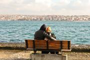 Влюблённая парочка любуется видами Босфора. Турция – она разная, обязательно съездите в Стамбул, не пожалеете  / Фото автора