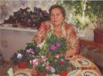 Нина Алсуфьева со своей коллекцией фиалок