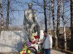 Вера Буркова в одной из поездок по местам боевой славы / Фото из архива «НВ»