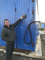 Сергей Артеев за качество воды отвечает / Фото автора
