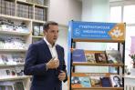 Александр Цыбульский рассказывает молодёжи о книгах / Фото Екатерины Шутяк
