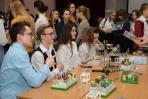 На тематической площадке «Занимательная химия» школьники проявили свои интеллектуальные способности / Фото Алексея Орлова