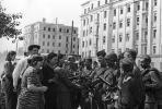 Жители Минска встречают воинов 2‑го Белорусского фронта. 1944 год