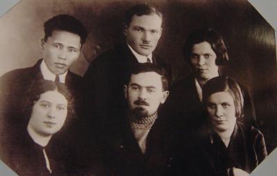Творческая группа ученых, создававших ненецкую грамматику, в первом ряду в центре – Вербов