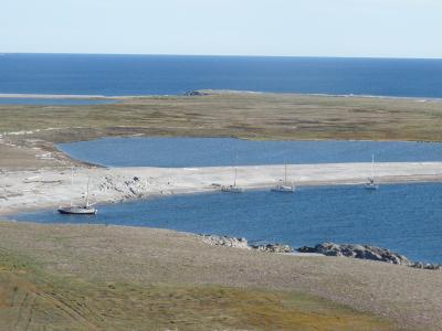 Юго-восточный берег Новой Земли, все четыре яхты на отдыхе