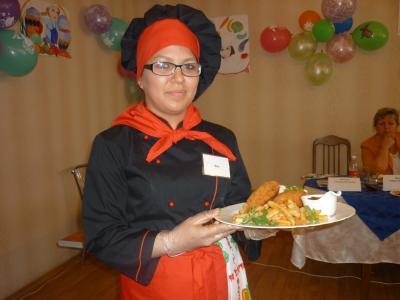Победительница Яна Калугина с коронным блюдом