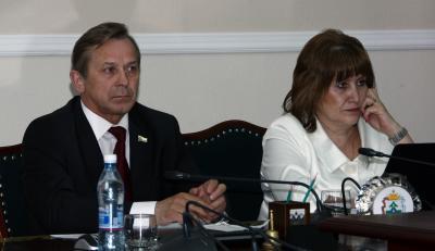 Депутаты внимательно слушали доклад вице-губернатора Владимира Бланка