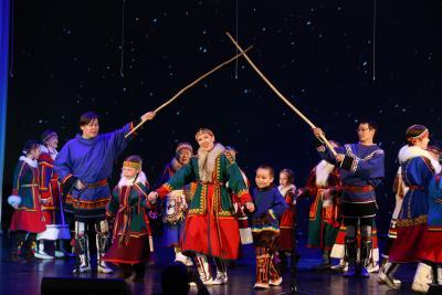 Участников съезда КМНС поздравил с началом работы театр «Илебц»