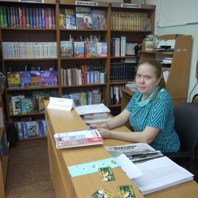 Анна Махнёва 15 лет работает библиотекарем, 6-й год в школе №1
