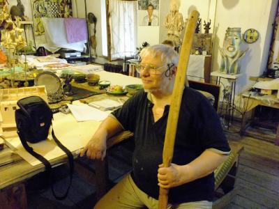 Владимир Мельниченко сейчас трудится  над архивом, занимается каталогизацией  и изданием книг