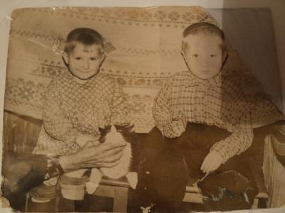 Такими мы были – сестра Зина и брат Николай...