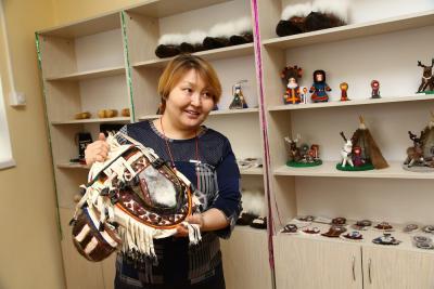 Лилия Тайбарей впитала труд ненецких мастериц с молоком матери