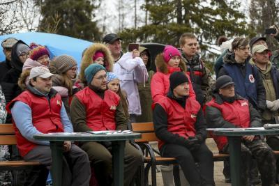 В жюри первый справа – организатор многих слетов Вячеслав Корепанов