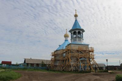 Знаменитую церковь приводят в божеский вид