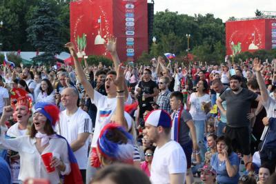 В этот вечер вся страна болела за сборную России