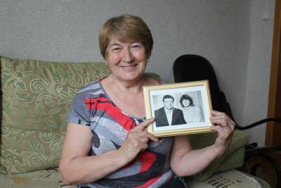 Счастливая супруга – Нина Владимировна Коткина.  Муж Алексей Анисимович играет главную роль в её жизни,  но обычно предпочитает оставаться за кадром