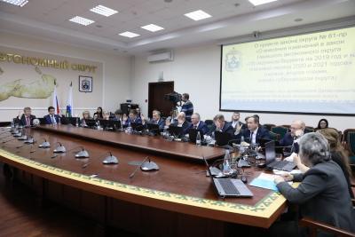 Окружные депутаты проголосовали за принятие поправок в окружной бюджет на 2019 год и плановый период 2020 и 2021 годов / Фото Екатерины Шутяк
