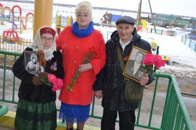 Галина Дуркина с ветеранами / Фото СКЦ «Престиж»
