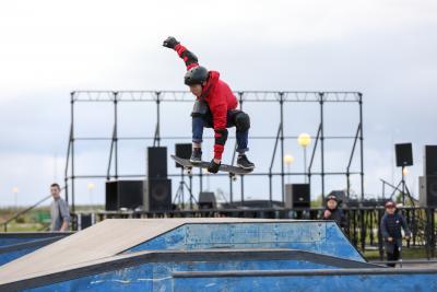 Любителей скейтбординга в Нарьян-Маре становится всё больше / Фото Екатерины Шутяк