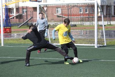 В первом матче турнира команда «Молния» противостояла сборной посёлка Нельмин Нос / Фото автора