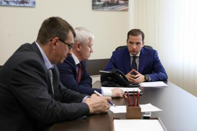 Глава администрации Заполярного района рассказал губернатору НАО о ситуации в Коткино / Фото Екатерины Шутяк