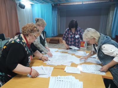 Подсчёт голосов начался / Фото Алексея Волкова