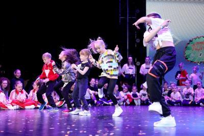 Юные танцоры зажгли на сцене / Фото Екатерины Эстер